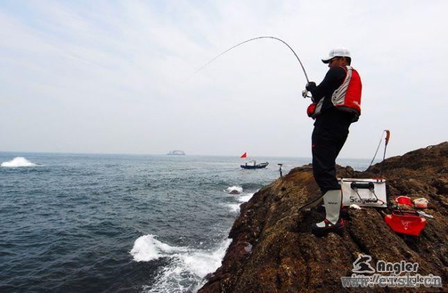 海竿遛鱼技巧与注意事项