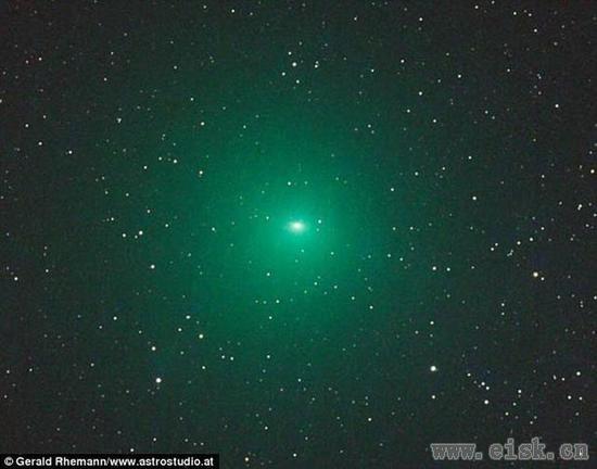 绿色彗星比月亮大!太阳照射散发罕见光芒~