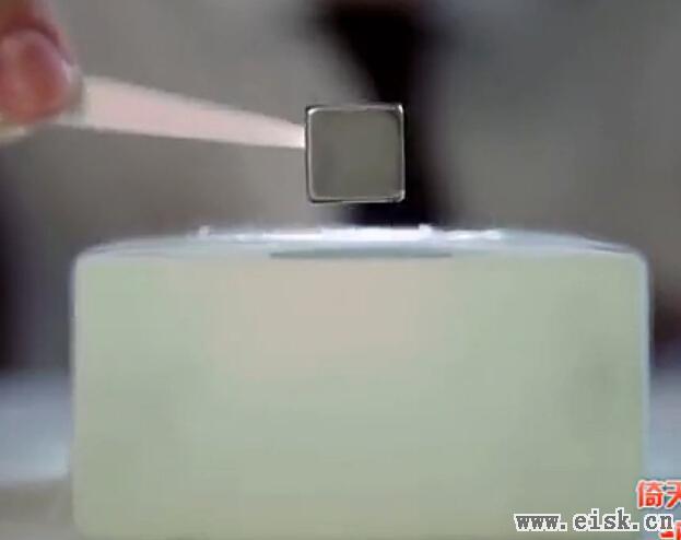 科学小实验:量子悬浮与超导体