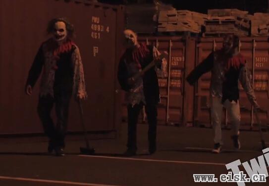 玩脱了!恐怖杀人小丑恶作剧被小伙暴揍