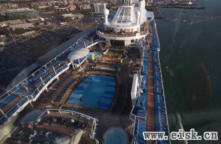 带你走进巨型豪华游轮海洋量子号 堪比海上城市